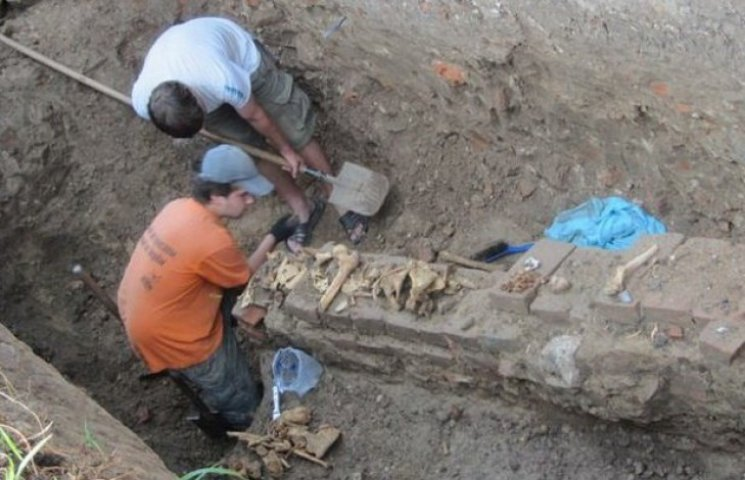У Вінниці знайшли давні тунелі, кераміку та рештки людей