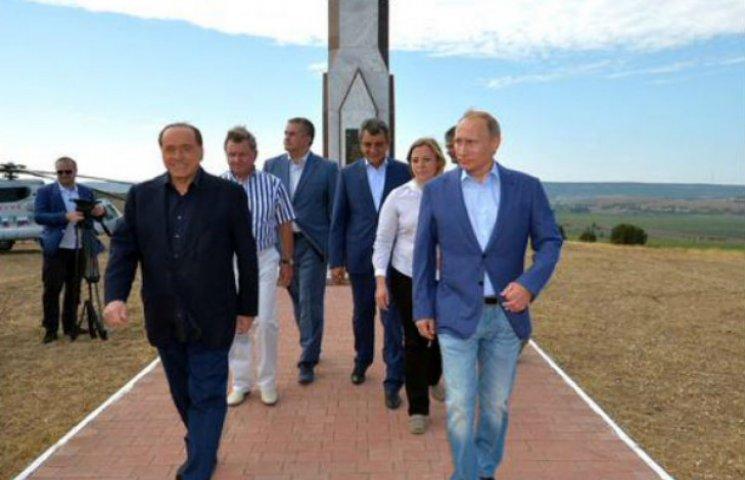 З'явилися фото Путіна і Берлусконі на цвинтарі