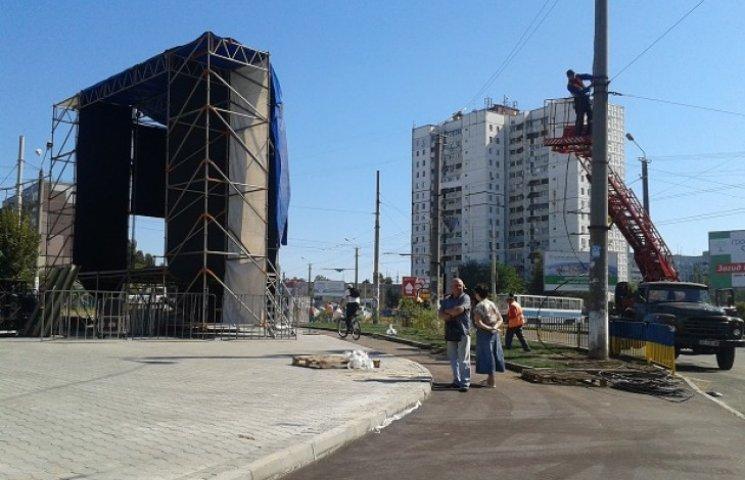 У Дніпропетровську чиновник Коломойського піариться на недобудованому проспекті