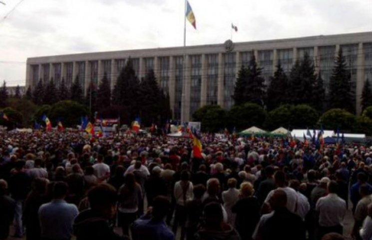 У Кишиневі спалахнули масштабні протести з новими вимогами  (ТРАНСЛЯЦІЯ, ФОТО)