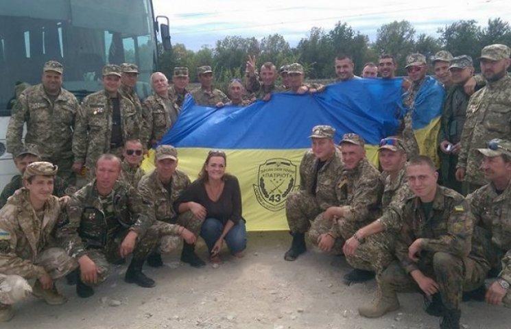 Дніпропетровські мотострілки на колінах вшанували тих, хто не повернувся