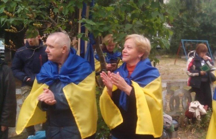Активістів хочуть покарати за виконання державного гімну на суді над Кернесом