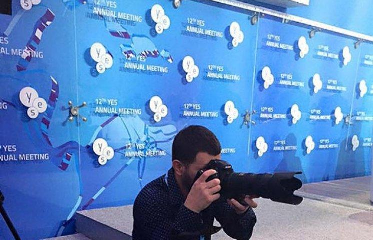 """""""Обнимашечки и рукопожатьица"""": Хроника саммита YES в фотожабах"""
