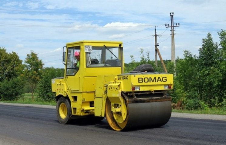Хмельницькі дорожники відремонтували відрізок дороги державного значення