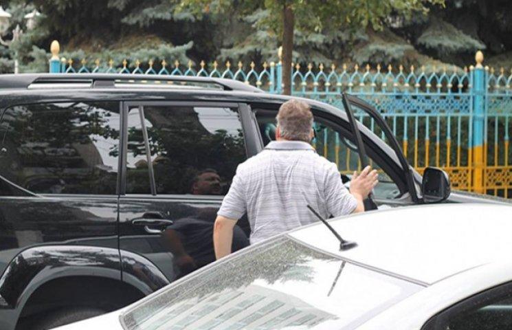 """Як """"чесні"""" прокурори Одещини добирались на тестування на дорогих автівках"""