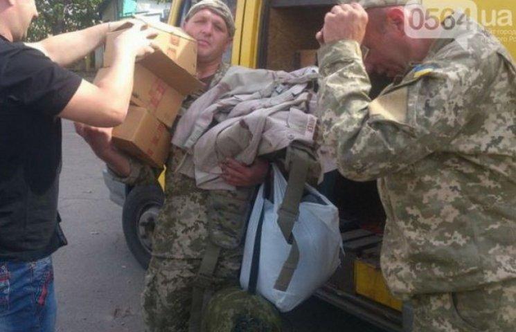 Міноборони на замітку: волонтери все ще поставляють форму бійцям АТО