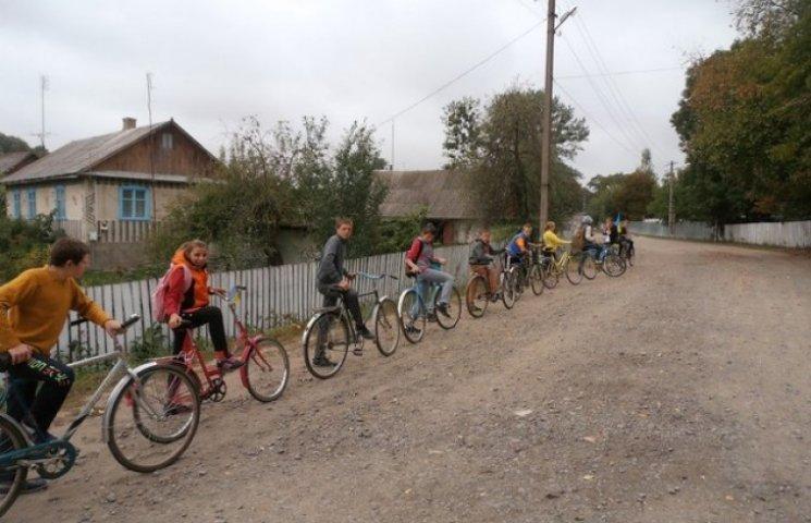 Діти Ізяславщини продемонстрували прагнення до миру велопробігом