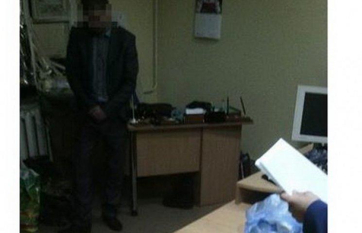 """У Дніпропетровську контррозвідникі СБУ попалися на хабарі за """"відмазку"""" від призову"""
