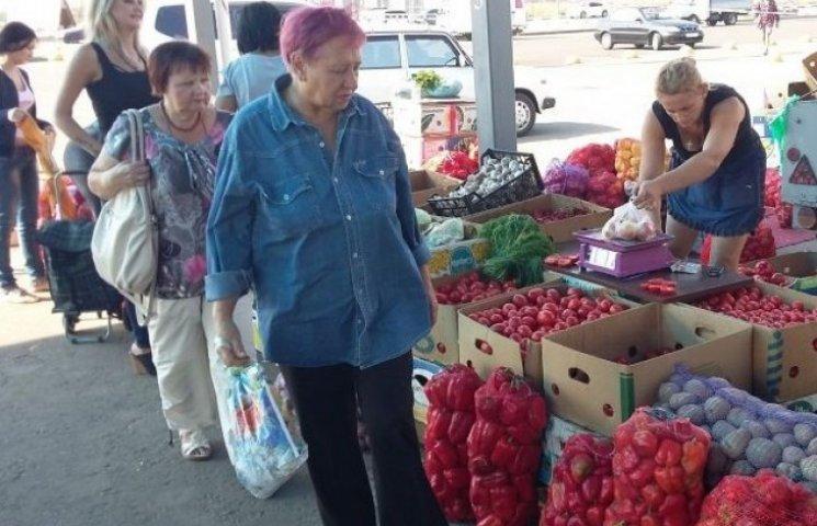 Постачальники продуктів в Крим знайшли новий ринок збуту овочів в Одесі