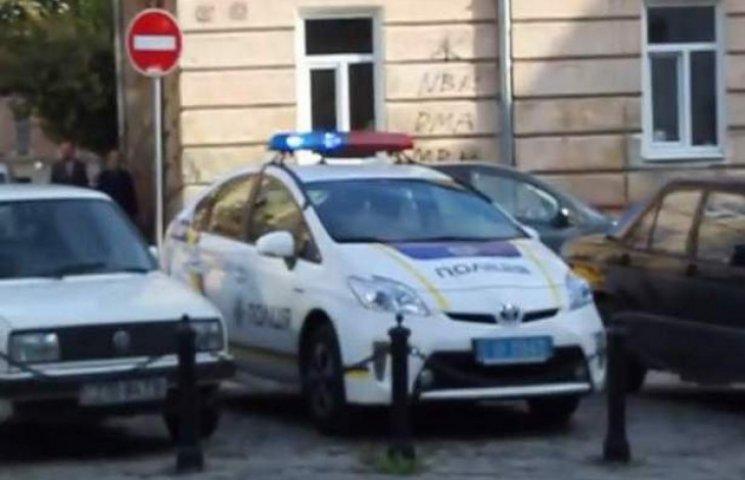 Львівських поліцейських не навчили вимикати мигалки в автомобілях