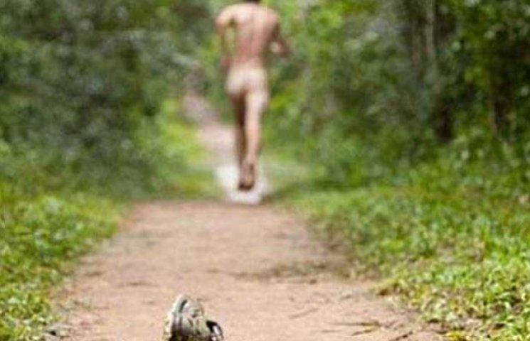 По Кременчуку бігає голий чоловік