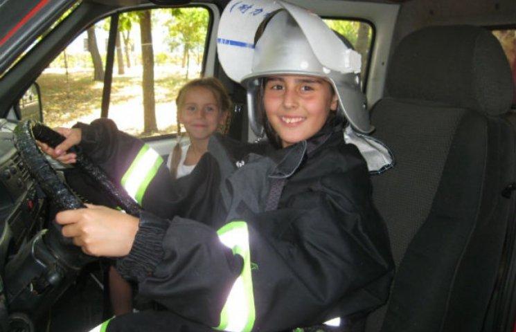 Полтавські рятувальники навчали дітей своїй професії
