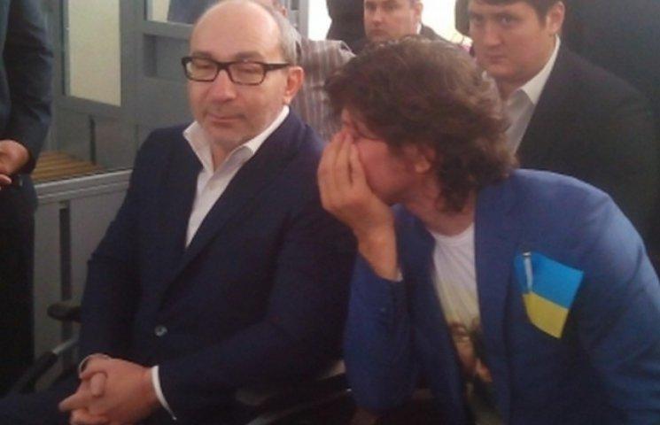 Кернес вимагає прибрати активістів, що пікетують під судом