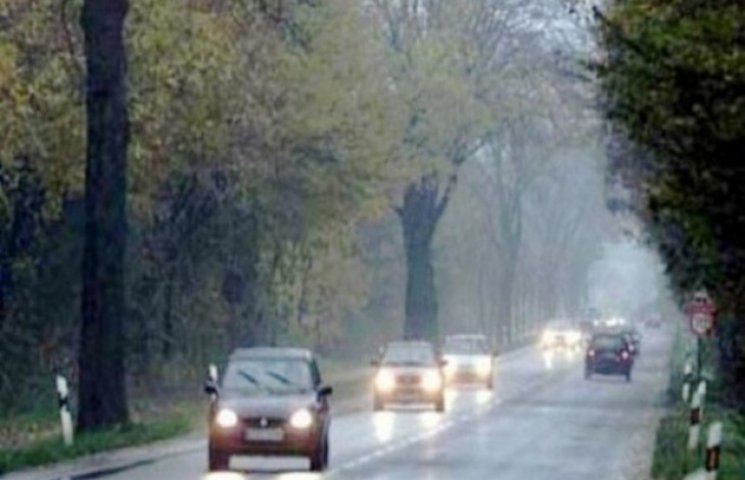 З 1 жовтня водіям необхідно їздити із увімкненими фарами за межами населених пунктів