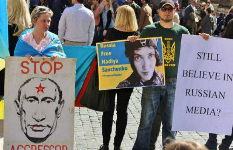 У світі виходять на вулиці з вимогою звільнити Савченко (ФОТО)