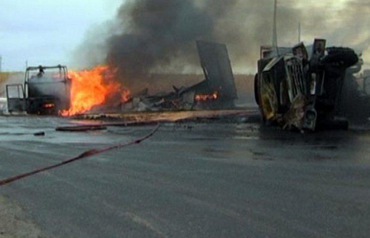 У Миргороді перевернулися дві вантажівки