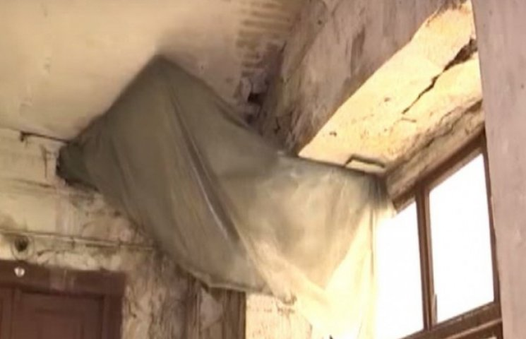Будинок в центрі Одеси розвалюється, а чиновникам до цього немає справи