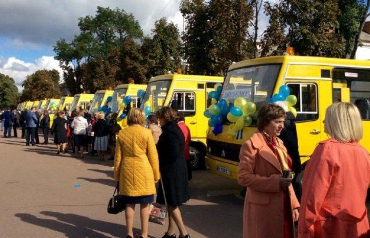 Школи Хмельничини отримали автобуси