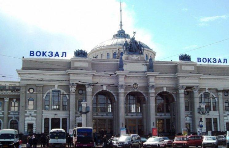 Правоохоронці оточили залізничний вокзал Одеси