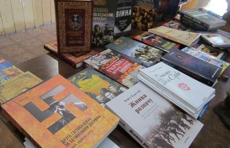 """Запорізькі """"Уральські казарми"""" тепер читатимуть козацькі книжки"""