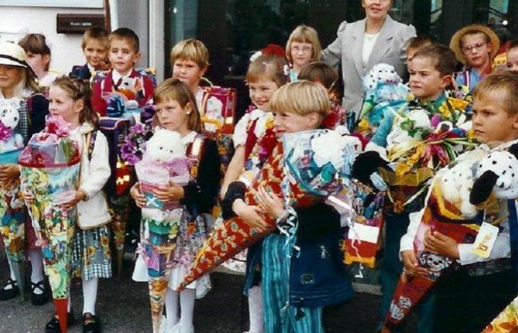 В Германии первоклассникам дарят конфеты и фотосессию