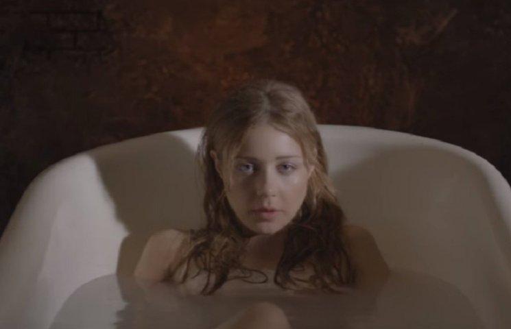 Тіна Кароль у прозорій сукні у ванні знялася в новому відео