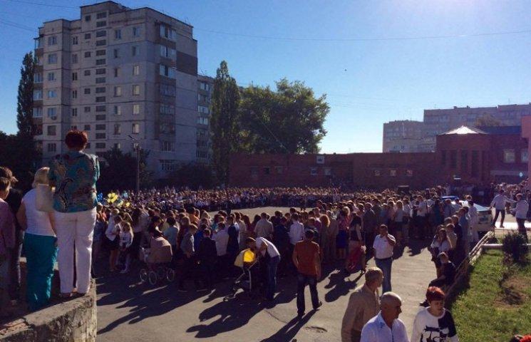 Хмельницький НВК№10 на Першовересень заполонили поліцейські