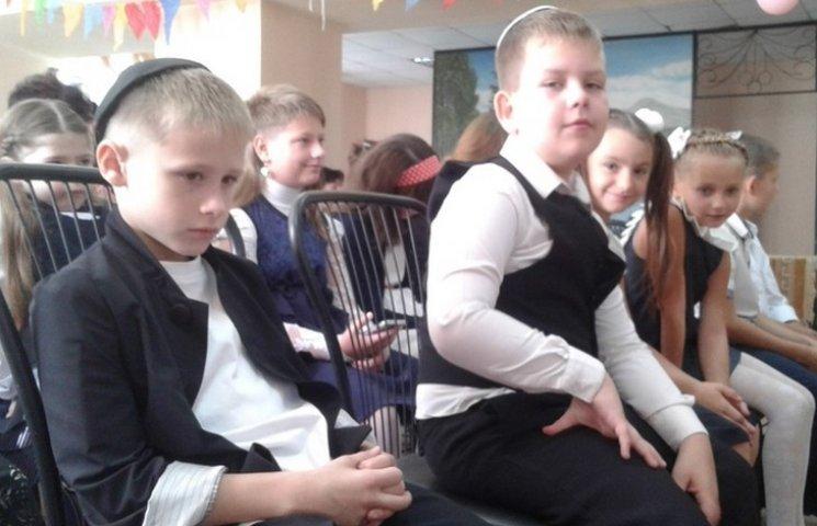"""""""Фішки"""" єврейської школи: Два учня в класі, дрес-код та кошерна їжа"""