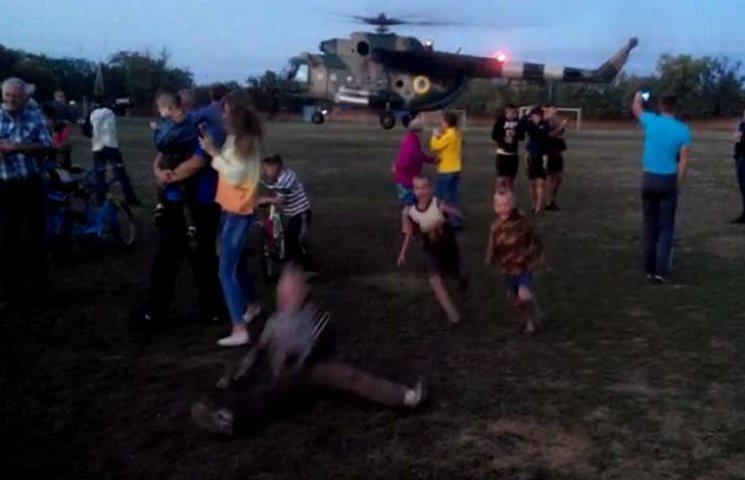 На Запоріжжі на стадіоні приземлився військовий вертоліт