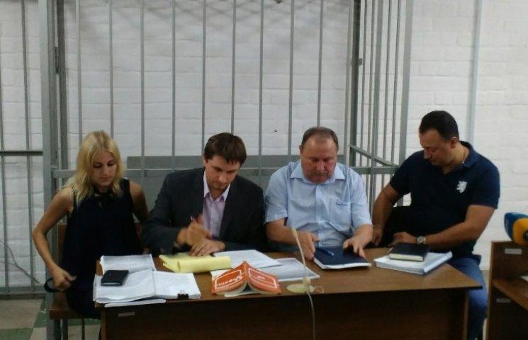 """Миколаївський """"золотий"""" Романчук з адвокатами влаштував цирк на суді"""