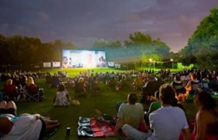 На головній площі Миколаєва проведуть кінопокази на газоні