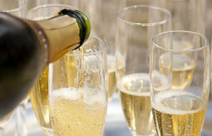 Як на Полтавщині тестують нові дороги шампанським