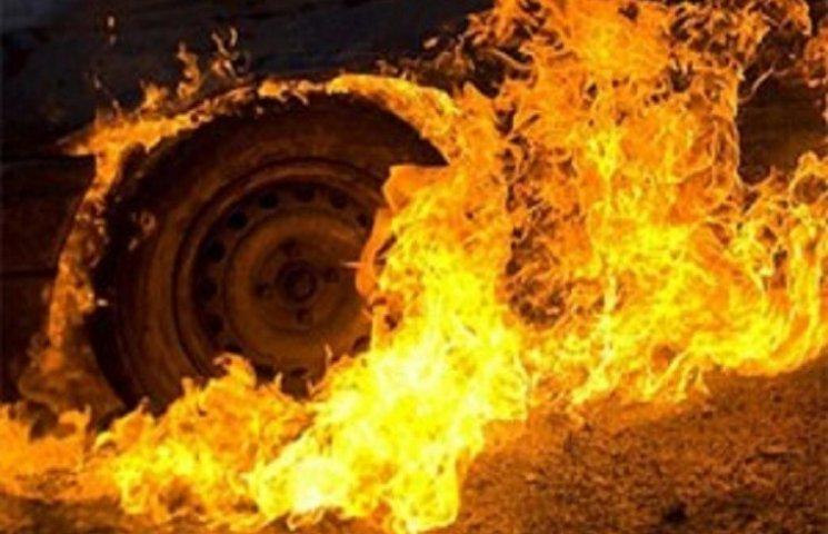 На Хмельниччині вночі горіла вантажівка, яка перевозила 13,5 тон тканини