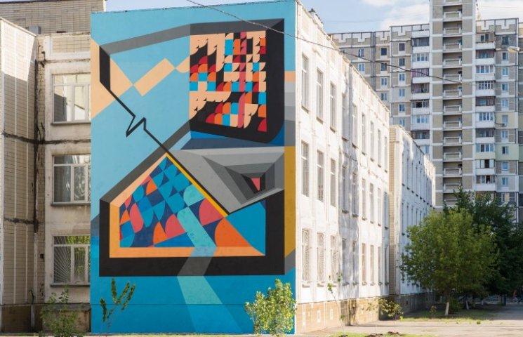 Еще одна школа Киева отныне может похвастаться собственной фреской