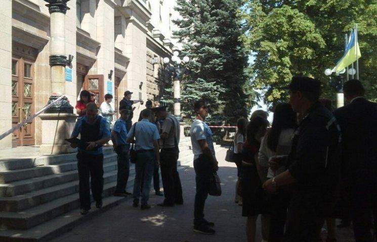 В Николаеве прямо во время сессии заминировали горсовет