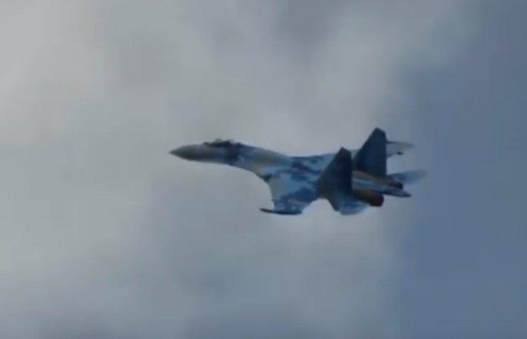 На Миргородському аеродромі на Полтавщині показали вищий пілотаж на Су-27