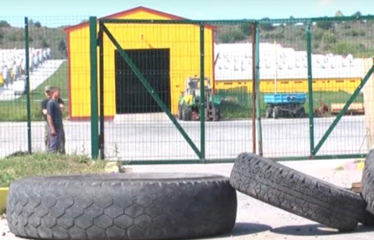 На Полтавщині селяни готують шини для блокування скандального свинокомлексу