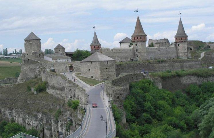 """У серпні Замковий міст """"заробив"""" близько 300 тисяч гривень"""