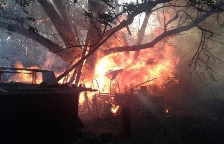 На Миколаївщині люди вчасно не повідомили про пожежу: згоріло декілька будинків