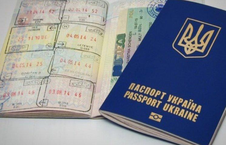 За полгода 700 тысяч украинцев получили польские визы