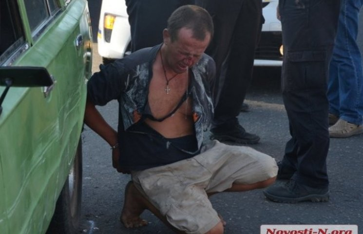 У Миколаєві патрульні влаштували погоню за водієм під кайфом та подряпали Пріуси