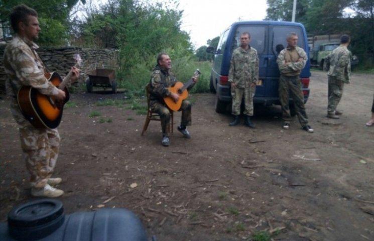 Миколаївські волонтери передали на передову автомобіль