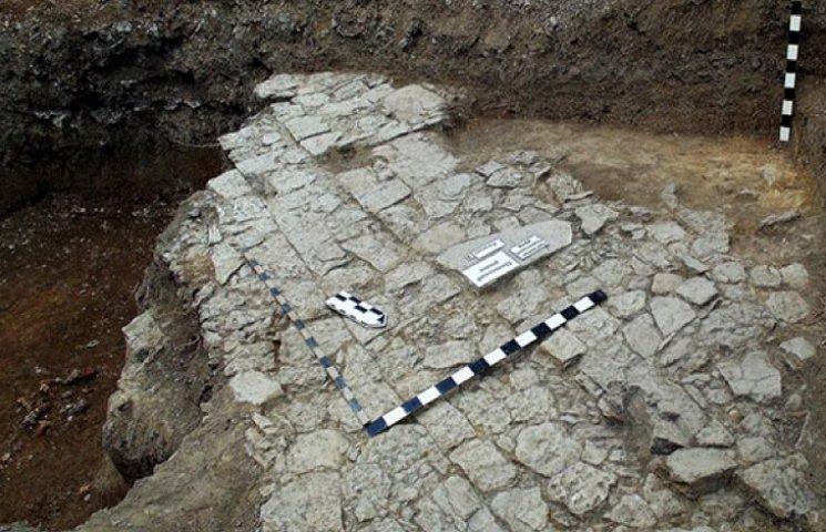 Древнейшую городскую брусчатку в Украине раскопали в Каменце