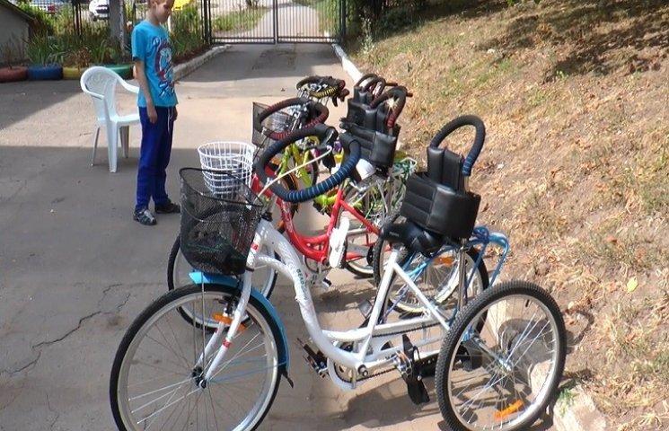 """Підопічні """"Школи життя"""" сіли на велосипеди"""