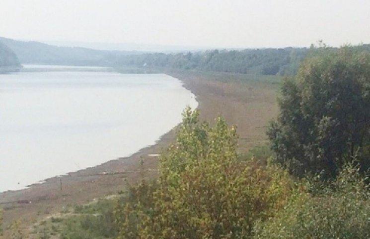 У Дністрі катастрофічно впав рівень води