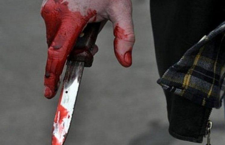 На Миколаївщині двоє чоловіків почали ділити кохану з ножем