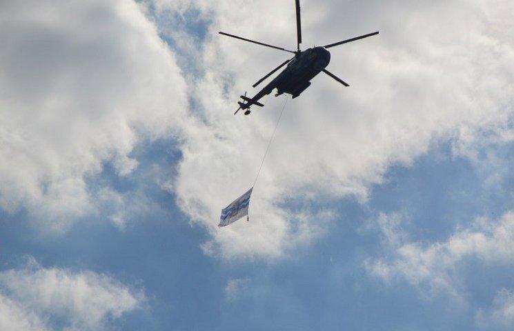 В небо над Миколаєвом здійнялись гвинтокрили-прапороносці