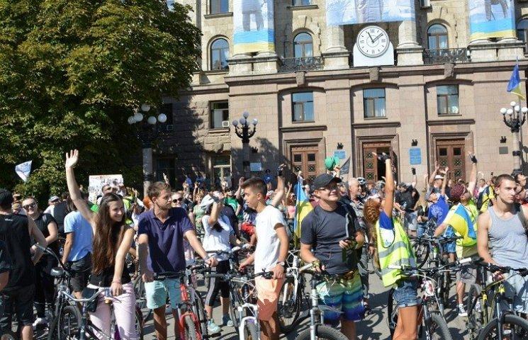 В Николаеве более полутысячи велосипедистов устроили парад двухколесных