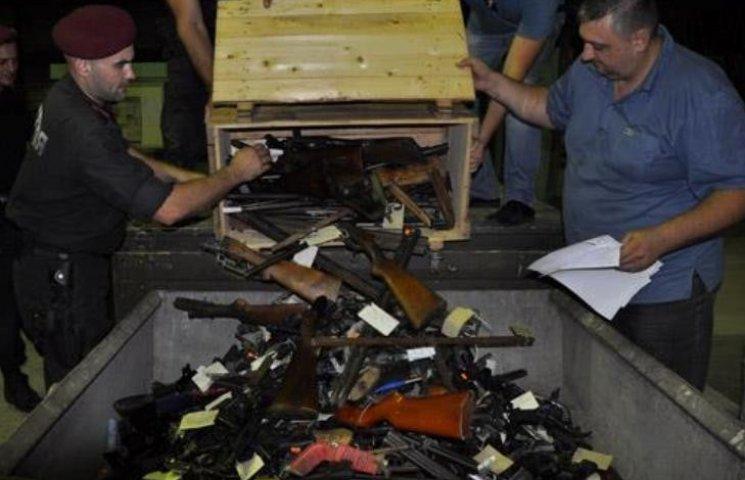 У Миколаєві переплавили конфісковані рушниці, пістолети та боєприпаси