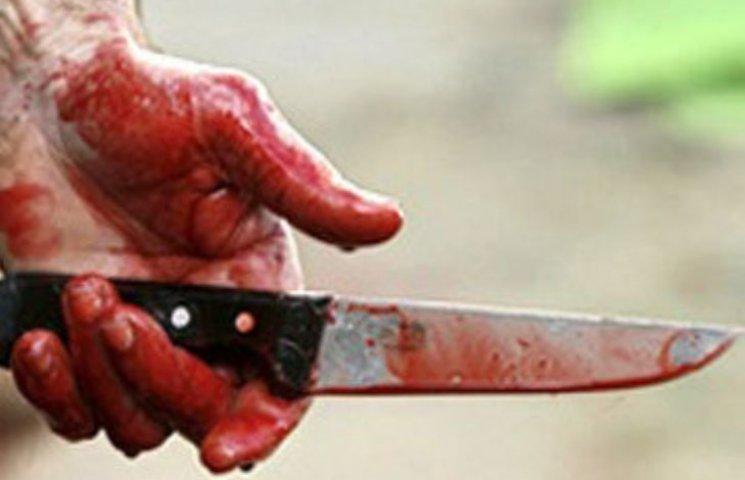 У Миколаєві чоловік отриммав ножове поранення, захищаючи подружку кривдника